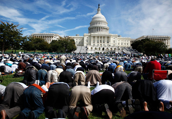 capitol muslim As rain pelted the capital, more than 200 muslim americans gathered in the  cannon house office building to break their daily fast they are in.