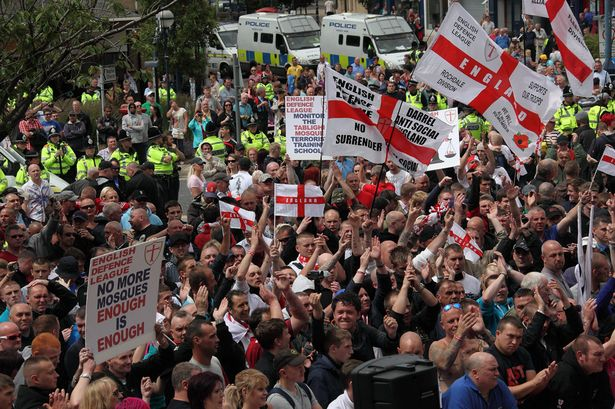 The+EDL+hold+another+march+and+rally+in+the+Northern+town+of+Dewsbury+against+the+rise+of+Islam+in+local+communities