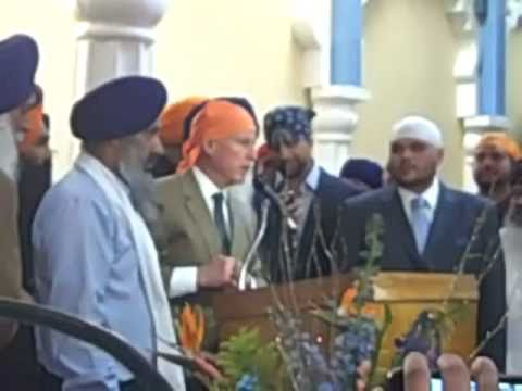 OH, LOOKIE, GOV. JERRY BROWN ALL DOLLED UP IN A MUSLIM HEADBAG