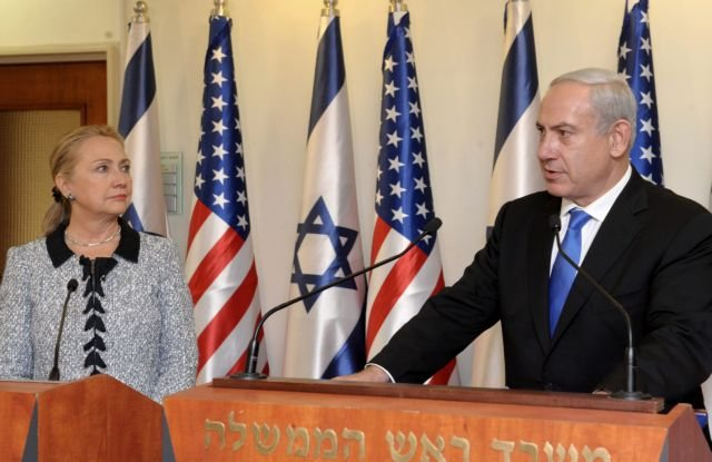 Clinton says it is essential to de-escalate Gaza conflict