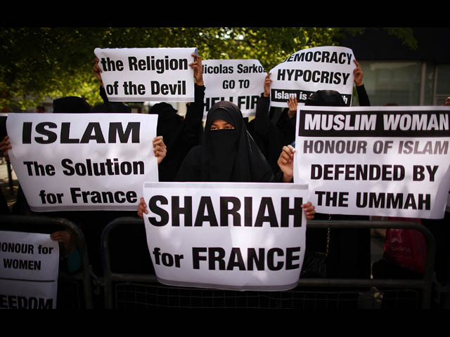 Sharia for France signs