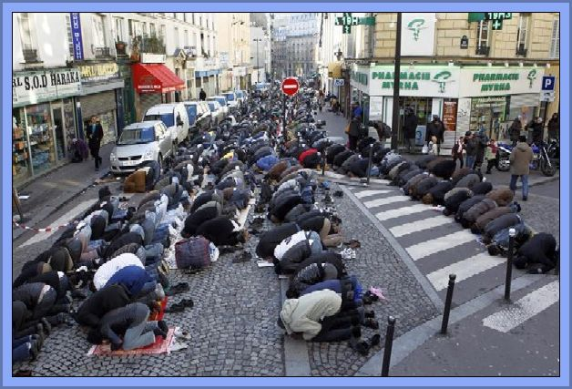 Paris - Muslim Street Prayers