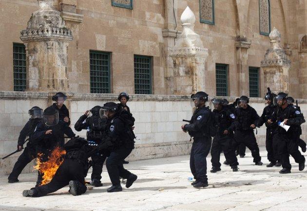 2013-03-08T144752Z_1616472683_GM1E9381R6E01_RTRMADP_3_PALESTINIANS-ISRAEL-VIOLENCE