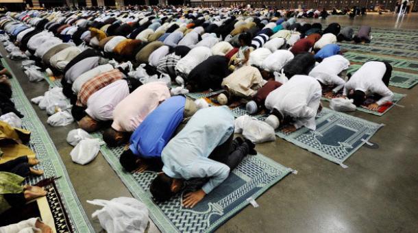 20110909_muslims_pray_los_angeles