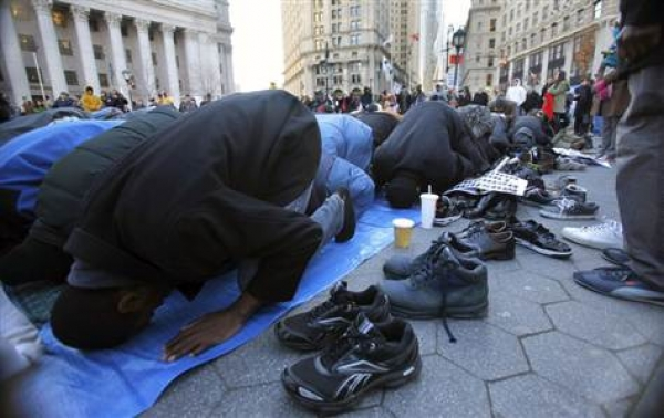 Muslim headbangers block the NYC streets and they wonder why the NYPD keeps a watch on them
