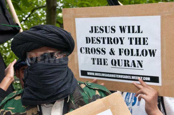 Muslims-Jesus-will-burn-the-cross1