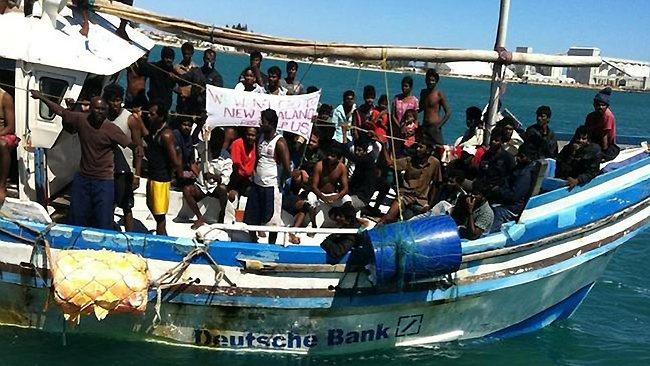 396473-130413-geraldton-asylum-boat