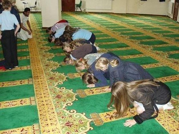 Non-Muslim school children on a field trip to a mosque being forced to get down on their hands and knees and pray to Allah