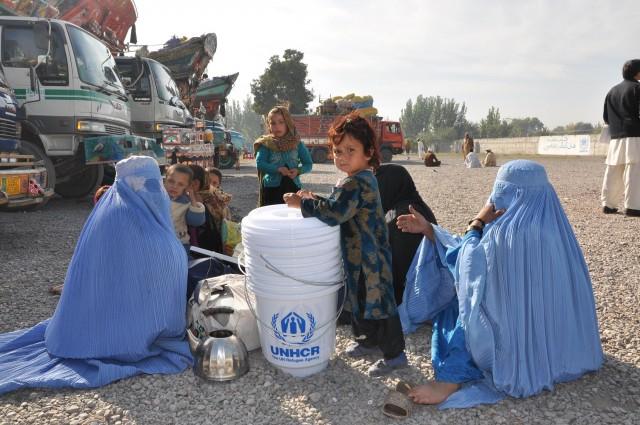 Afghan-refugees-e1373491128605