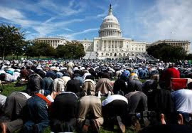 Muslims-praying-in-Washington