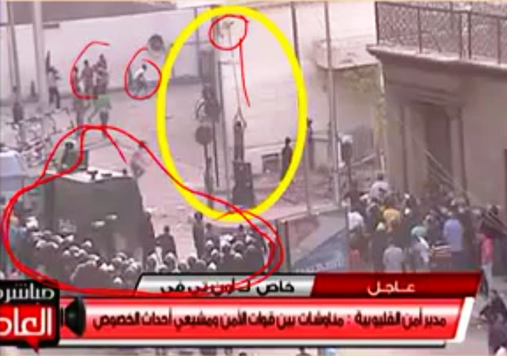 Another picture showing rioting Muslims throwing projectiles (upper left-hand corner) at the cathedral.  A man with a pole (in yellow circle) dismantles or destroys something — a cross, or something else of Christian significance.