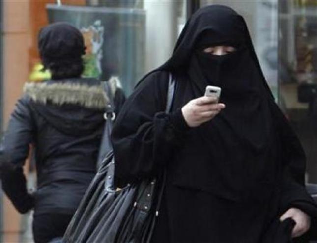 Los legisladores franceses aprueban prohibir el burka en público