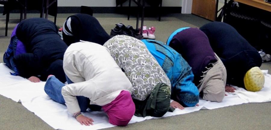muslim-girls-praying-1024x494