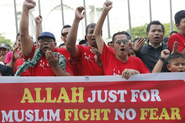 """KUALA LUMPUR: Muslim protesters tell Christians, """"Get out, if you can't accept Islamic supremacy"""""""