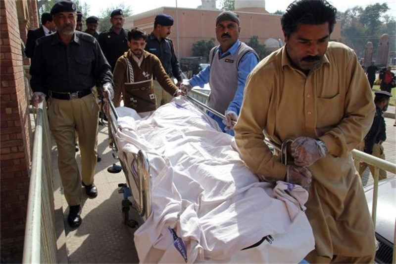 slachtoffer-groepsverkrachting-steekt-zichzelf-in-brand-in-pakistan-id5439386-800x600-n