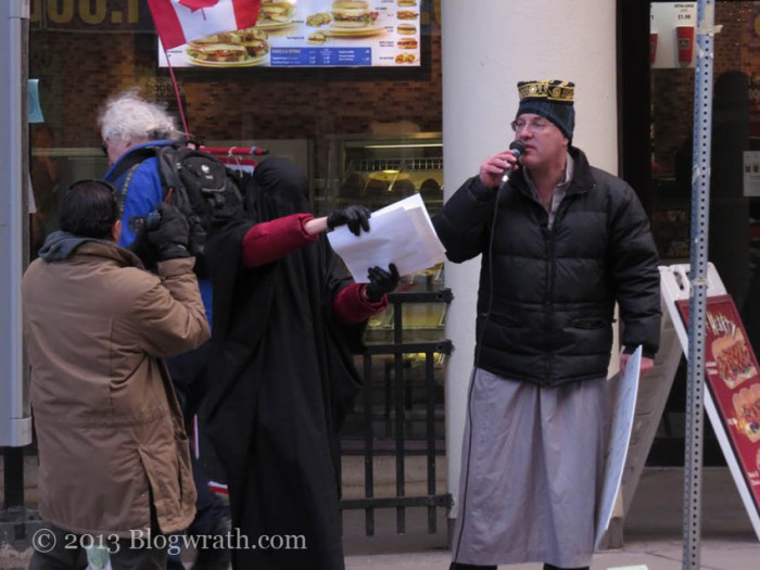 toronto-protest-against-islamic-misogyny-2-e1363883774903