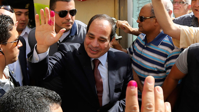 General el-Sisi surrounded by Security at the polls