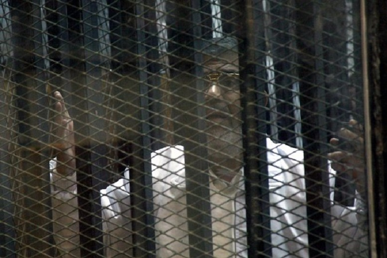 Mohamed Morsi awaiting trial in his cage