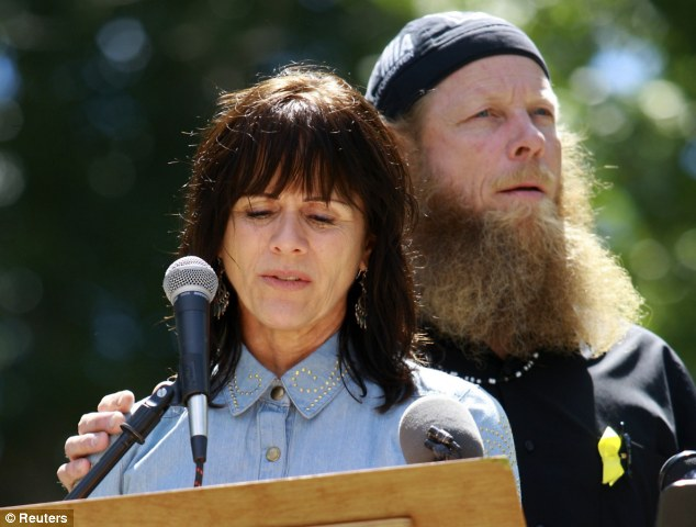 Notice the MIA head rag Bergdahl is wearing. His son wasn't missing, he was voluntarily collaborating with the enemy