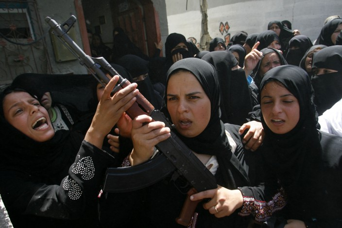 120630-gaza-women-rifle