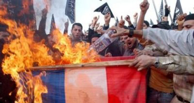 aa-France-muslims-burning-french-flag