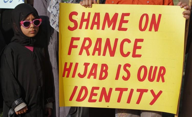 frances-burqa-ban-law-sparks-violence-paris