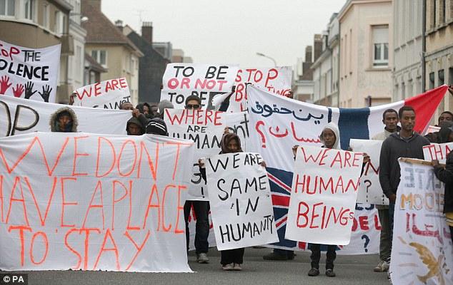 1409936527445_wps_3_Migrants_protesting_in_Ca