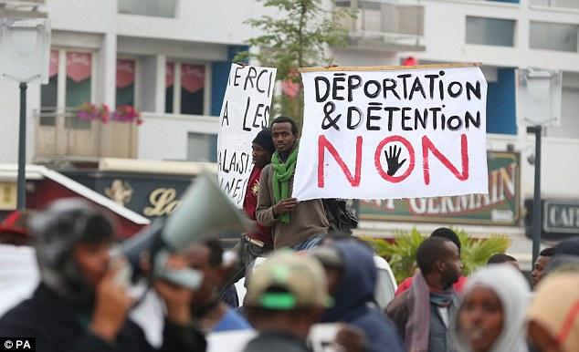 1409940824381_wps_1_Migrants_protesting_in_Ca