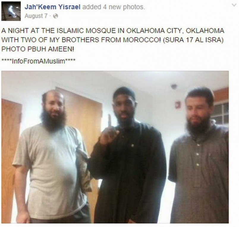 Oklahoma Beheader giving the one-finger ISIS salute