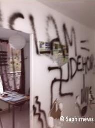 a0ccOrlans-Islamophobic-graffiti-2