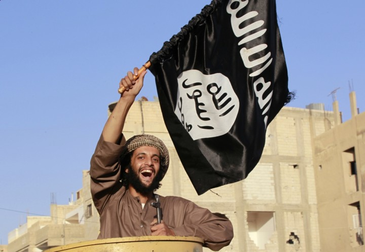 british-muslim-fighter-vows-hoist-black-flag-islam-over-downing-street-buckingham-palace