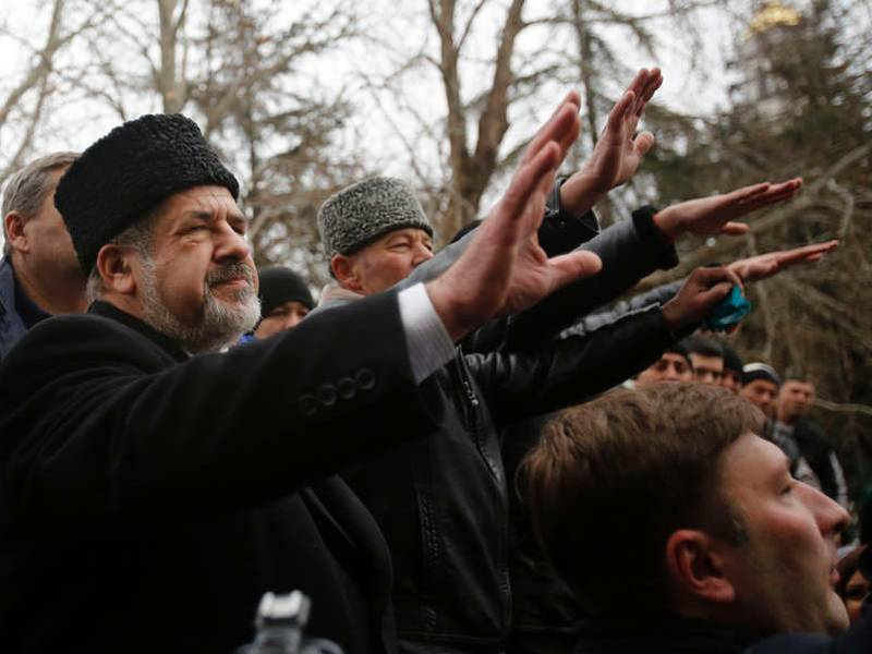 Are these Tatare Muslims making the Nazi salute?