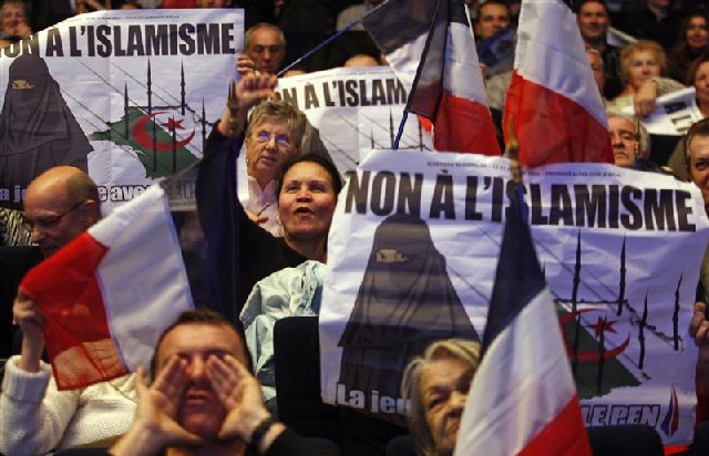 "French signs say ""NO to Islamization"