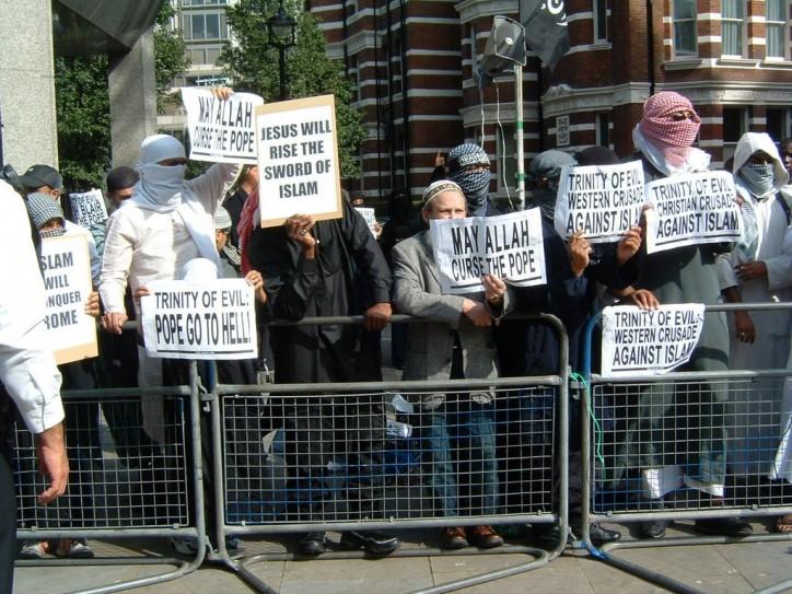 Westminster-protesting-Pope-e1360630582323
