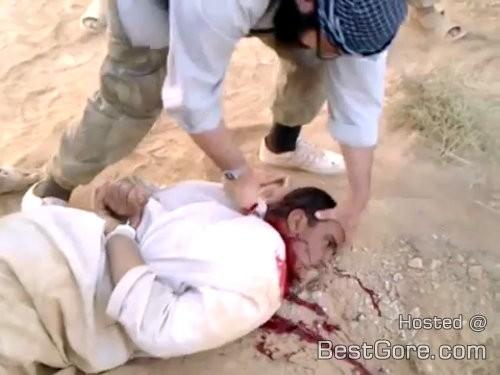 man-being-beheaded-jabhat-al-nusra-idleb-syria-500x375
