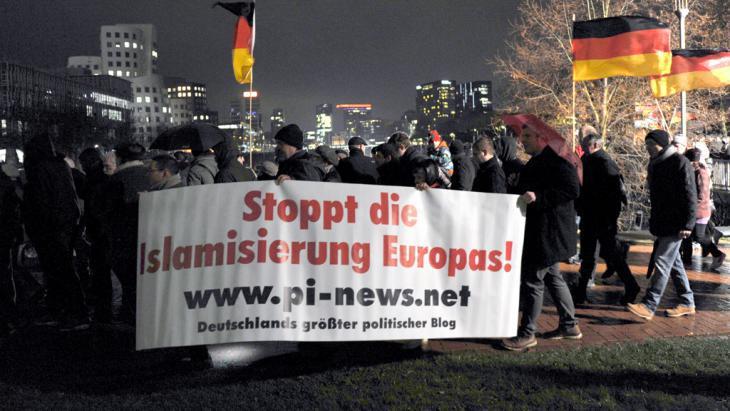 pegida-march-in-dusseldorf_picture-alliance-dpa-caroline-seidel