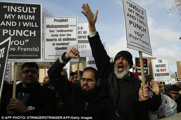 25778BDA00000578-2944946-The_crowd_of_protesters_shouted_slogans_and_waved_placards_with_-a-70_1423424887966
