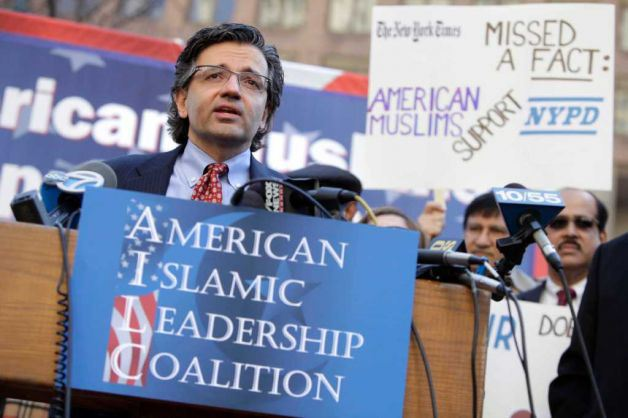 Dr. Zuhdi Jasser led a group of about 10 Muslims who came out in support of the NYPD