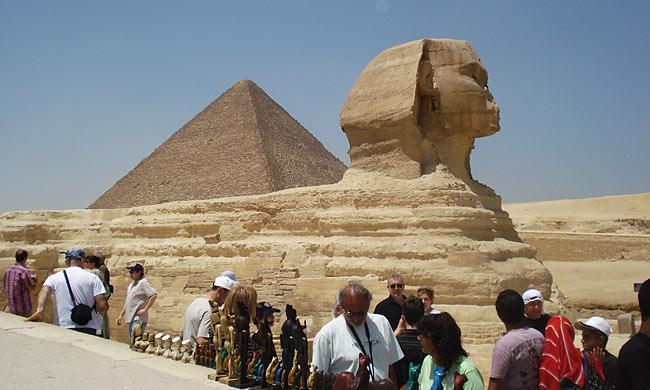 cario-egypt-sphinx-giza-pyramids