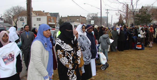 Somali Muslims line up to get free apartments in Minnesota