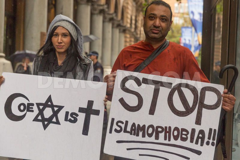 1428127673-reclaim-australia-holds-rally-in-sydney-against-alleged-islamification_7277513