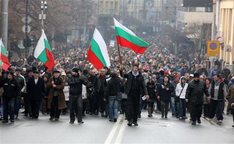 Bulgarians come out in masse to protest Muslim infiltration and mosques