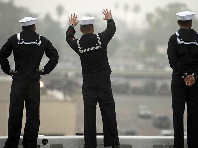 us-navy-sailor-waving-goodbye-2