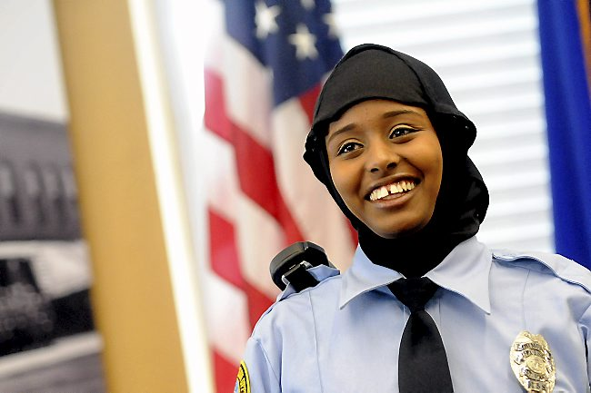 MINNESOTASTAN: St. Paul police allows Somali Muslims like Kadra Mohamed to wear a headbag on the job which makes her a target for strangling by suspects