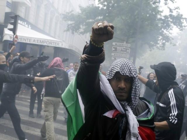 anti-israel-muslim-mob-paris-AFP-640x480