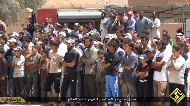 isis-executes-iraqi-spies-with-handguns-crucifies-them-graphic-photos-14110
