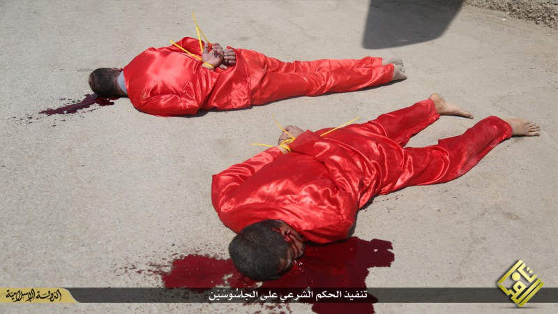 isis-executes-iraqi-spies-with-handguns-crucifies-them-graphic-photos-14112