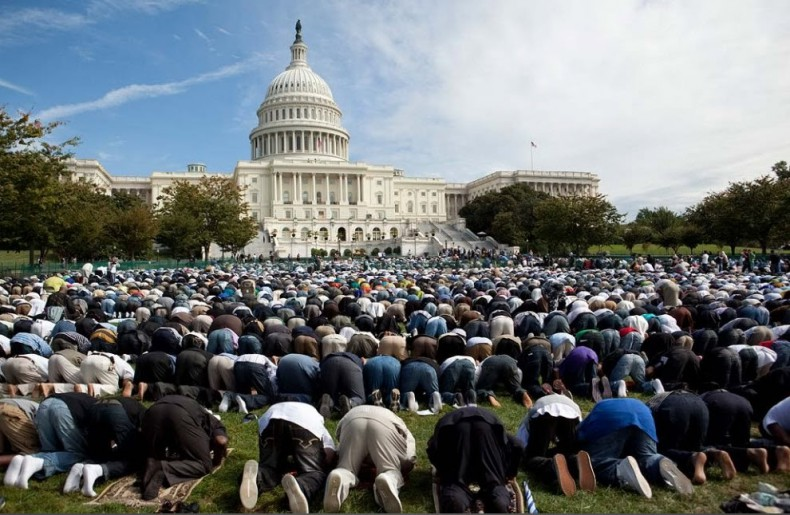 But it's fine for Muslims to desecrate OUR Independence Day by lifting their asses to Allah on the lawn of the US Capitol Bulidling in Washington DC?
