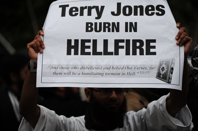 1302893782-muslims-against-crusades-protest-burning-of-quran-by-terry-jones_659108