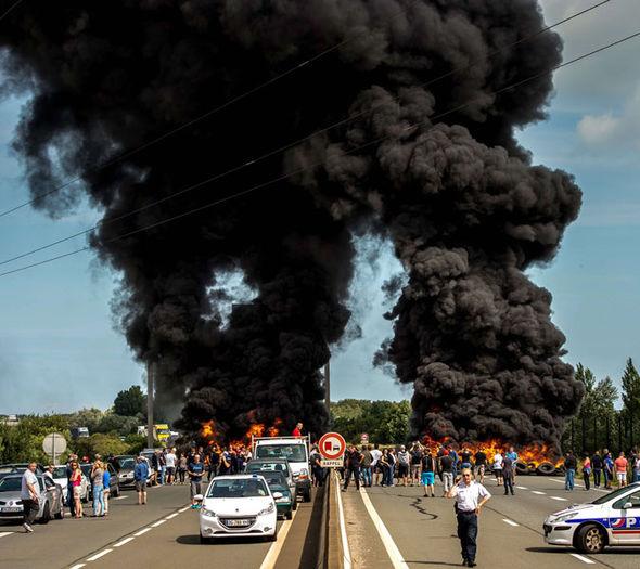Calais-france-fire-325352